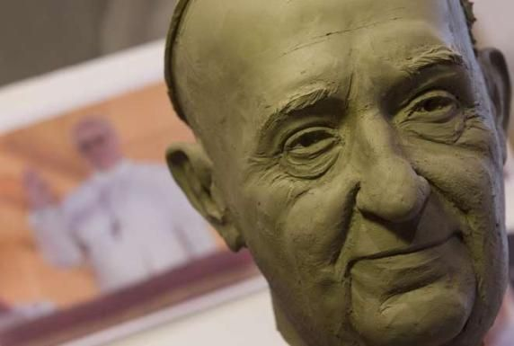 Pope Francis statue in Rome's wax museum - image 3