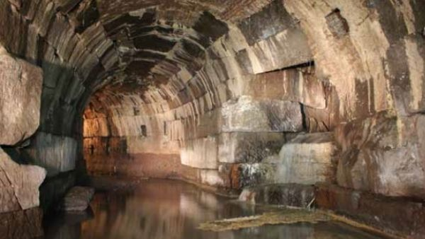 Exploring Rome Underground - image 3