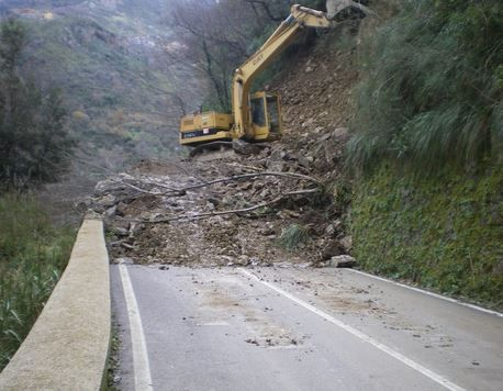 Landslides cause road closures in Rome - image 2