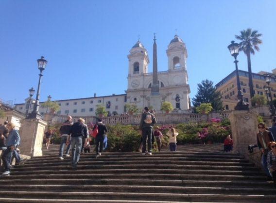 Rome's Spanish Steps in full bloom - image 2