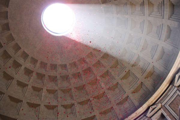 Rose petals at the Pantheon - image 1