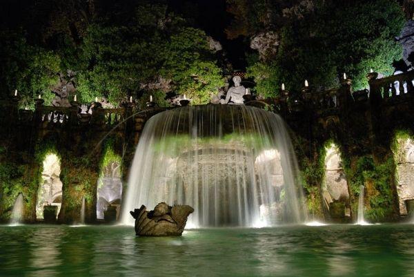 Villa d'Este by night - image 1