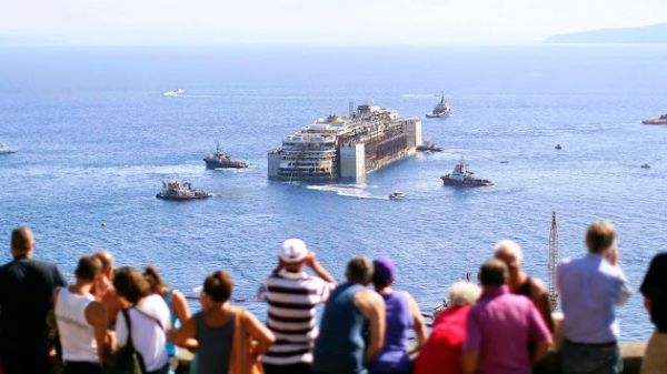 Concordia continues on its final voyage - image 2