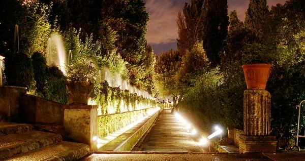 Villa d'Este by night - image 4