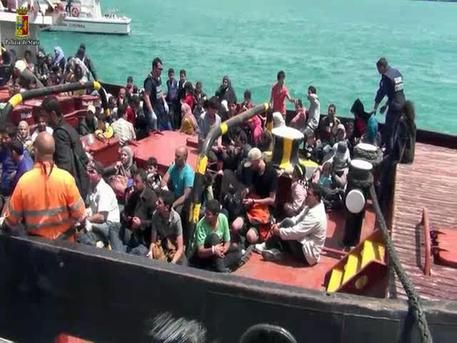 Thousands of illegal immigrants saved in Italian waters - image 1