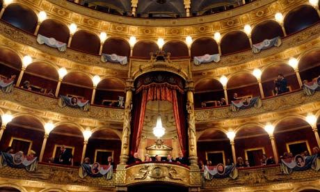 Rome's opera house signs deal to save jobs - image 2