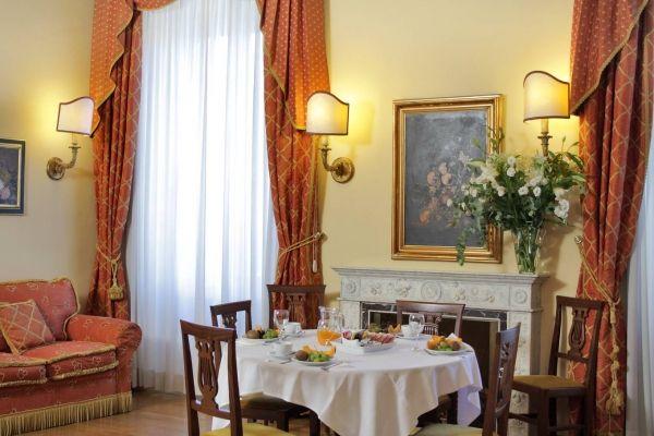 Piazza di Spagna elegant suites and apartments - image 2