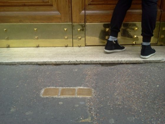 The stumbling stones of Jewish memorials - image 3
