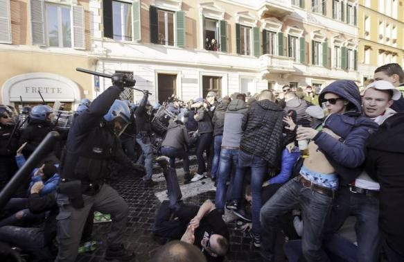 Dutch football hooligans wreak havoc in Rome - image 4