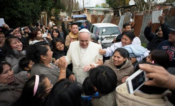 Pope Francis makes surprise visit to Rome shantytown - image 1