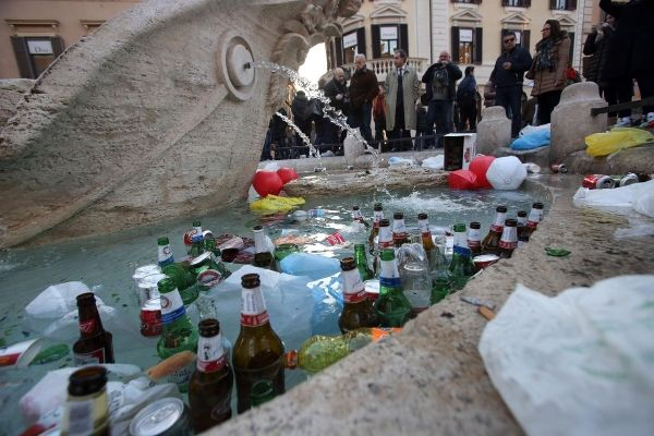 Dutch football hooligans wreak havoc in Rome - image 2