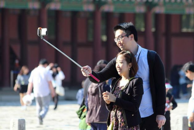 Selfie sticks banned in Rome's Colosseum - image 2