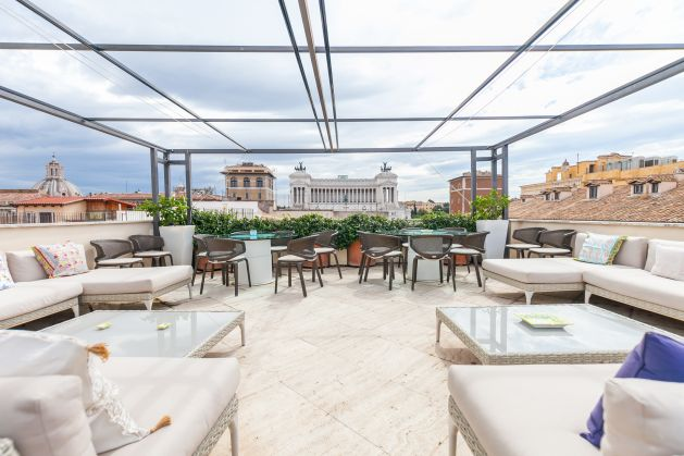 Spectacular roof terrace home near Fontana di Trevi - image 1