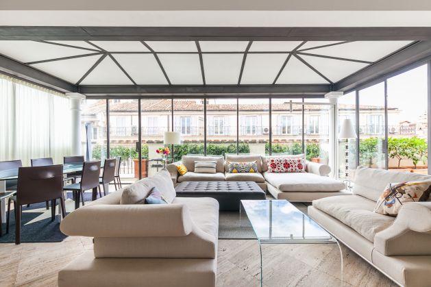 Spectacular roof terrace home near Fontana di Trevi - image 2