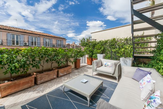 Spectacular roof terrace home near Fontana di Trevi - image 3