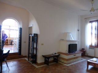 Top Floor 2-bedroom Attico w/terrace in Monteverde Vecchio - image 3