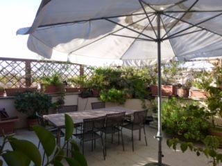 Top Floor 2-bedroom Attico w/terrace in Monteverde Vecchio - image 1