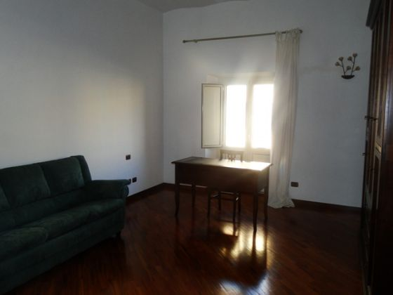 ESQUILINO BEUATIFUL REMODELED 3-BEDROOM FLAT - image 8