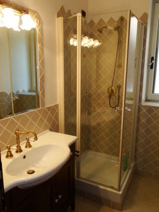 ESQUILINO BEUATIFUL REMODELED 3-BEDROOM FLAT - image 10
