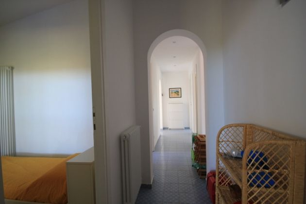 3-bedroom flat in the EUR countryside - image 8