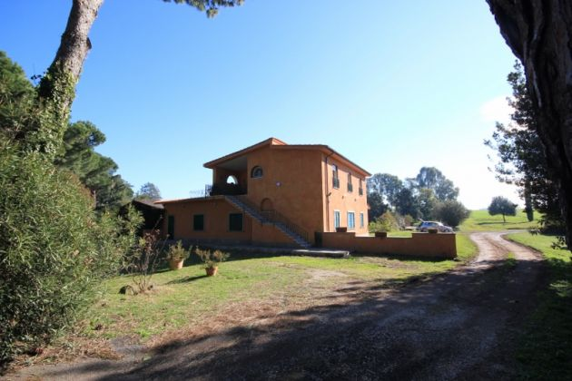 3-bedroom flat in the EUR countryside - image 11