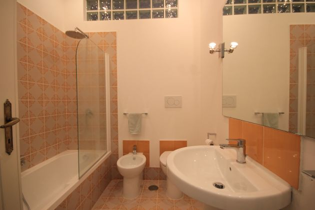 4-BEDROOM VILLA OVERLOOKING ROMAN HILLS - image 12