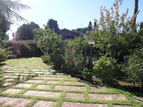 Rent prestigious villa Cassia Grottarossa - image 1