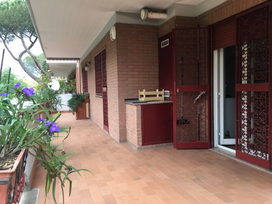 APPIAN WAY - 3-BEDROOM FLAT RENTING FURNISHED - image 1