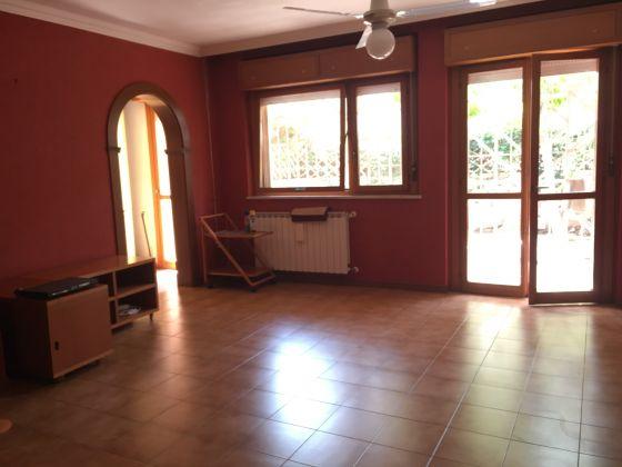 Elegant remodeled 2 bedroom villetta in Acilia - image 4