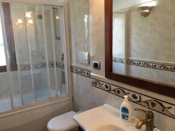 Elegant remodeled 2 bedroom villetta in Acilia - image 9