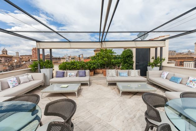 Exceptional 3 bedroom apartment with roof terrace near Piazza Venezia - image 1