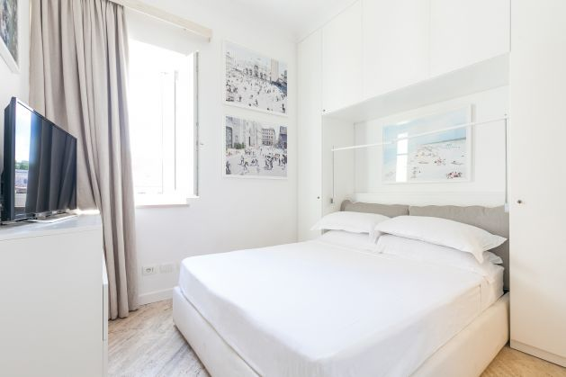 Exceptional 3 bedroom apartment with roof terrace near Piazza Venezia - image 4