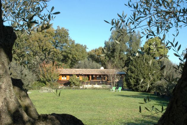 Charming and cosy wooden cottage for sale - image 3