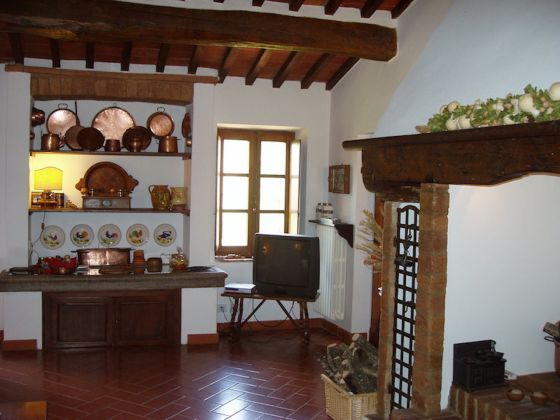 Tuscany, Montepulciano: portion of old farmhouse with pool - image 2
