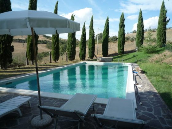 Tuscany, Montepulciano: portion of old farmhouse with pool - image 3