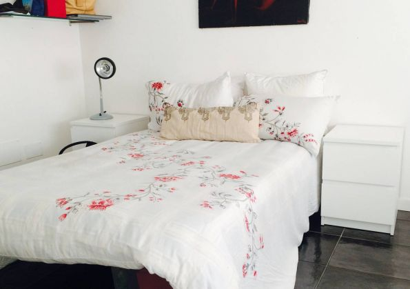 Bella Bright and Modern Room for rent - image 1