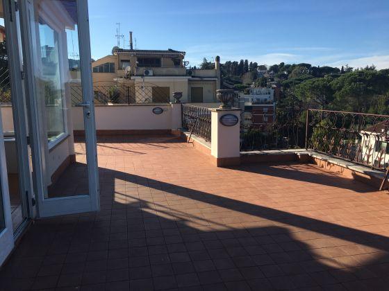 1-bedroom Penthouse near Ponte Milvio & Stadium - IMMOBILIARE ZANNI - image 4