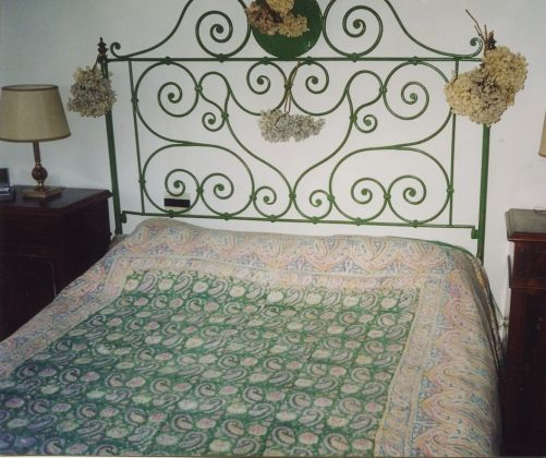 Old wrought iron garden and Queen-size bed in same style - image 4