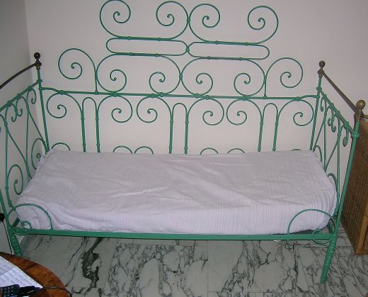 Old wrought iron garden and Queen-size bed in same style - image 1