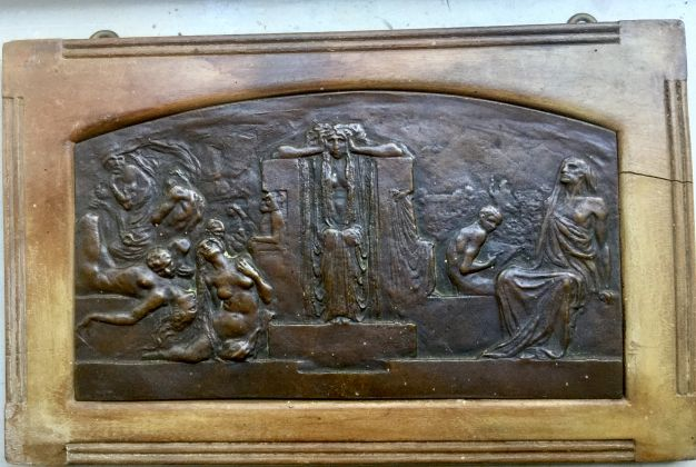 Bronze plaque with lamenting figures in relief sculpted by LEONARDO (Turin, 1859-1933) - image 1