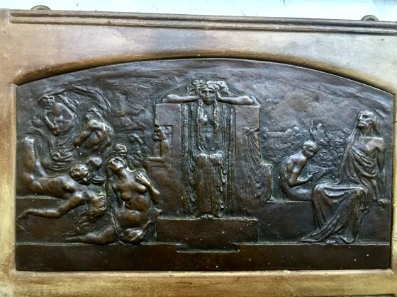 Bronze plaque with lamenting figures in relief sculpted by LEONARDO (Turin, 1859-1933) - image 3