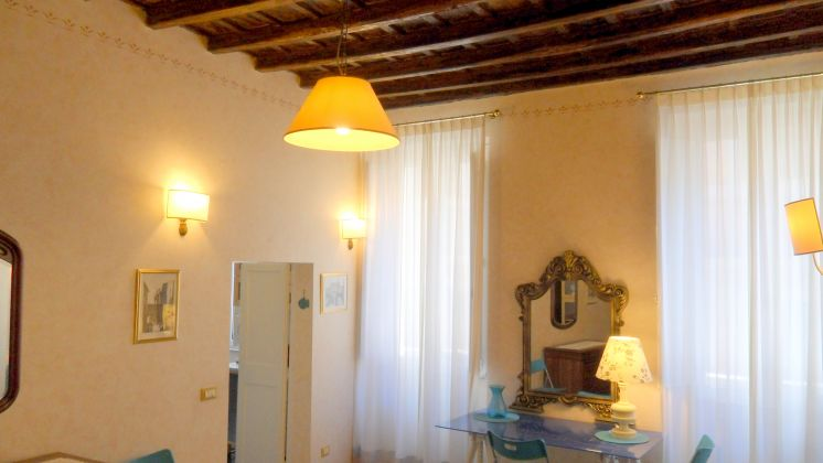 Live in the heart of Trastevere ! - image 9