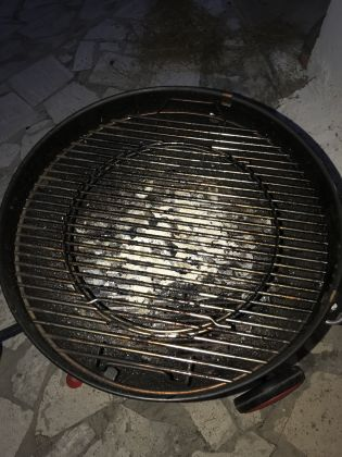 WEBER ORIGINAL KETTLE PLUS CHARCOAL BARBECUE - image 5