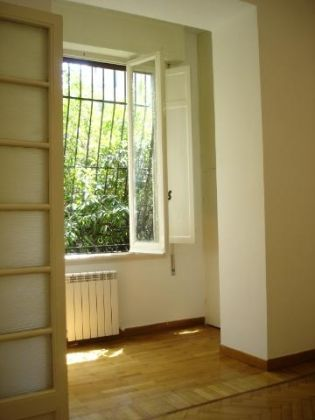 Parioli - 4 bedroom flat with garden and box for 1 car - image 6