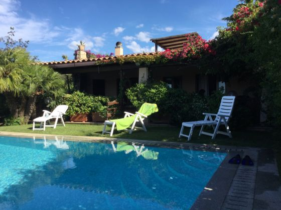 JUNE AND JULY IN SARDINIA VILLA.  STAY IN  DETACHED HAUSE IN EXCHANGE FOR 3 HOURS OF ENGLISH LESSON - image 1