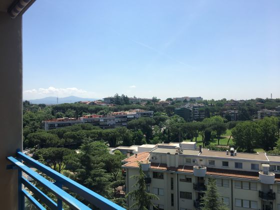2 bedroom furnished flat with panoramic view - EUR Mostacciano - image 1