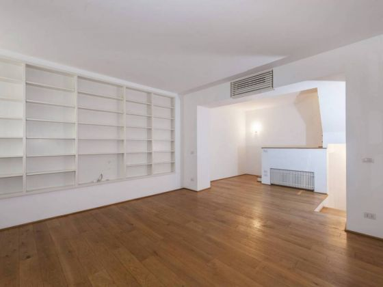 Independent apartment in Monti - 2 bedrooms + Terrace - image 4