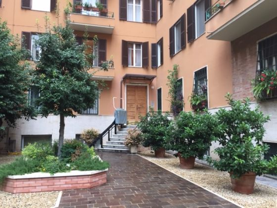 CLOSE TO COLOSSEUM - 3 BEDROOMS - image 7