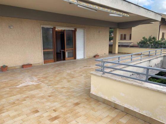 AXA 3-bedroom flat with huge  - Available: immediately - image 4