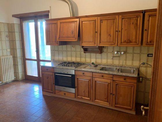 AXA 3-bedroom flat with huge  - Available: immediately - image 8
